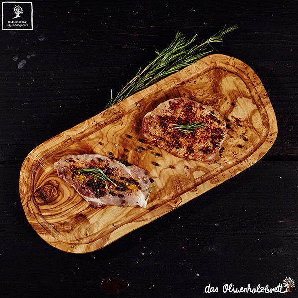 Serving board in natural cut with juice groove