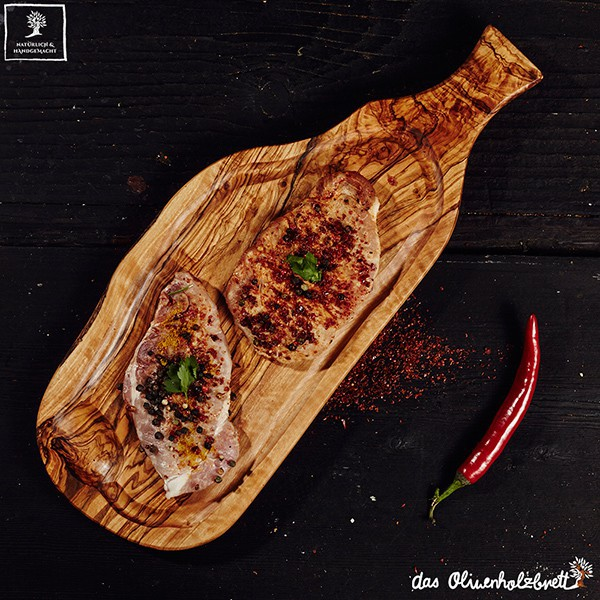 Wood steak board with handle and juice groove